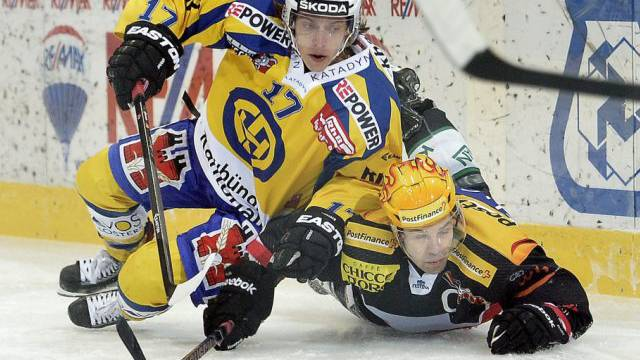Lindgren (oben) traf in der Schlusssekunde zum 2:0 für den HCD