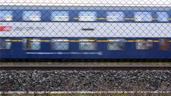 Dieses Bild bleibt noch für Jahre: Eine S-Bahn fährt ohne Halt durch das Dietiker Gebiet Silbern.