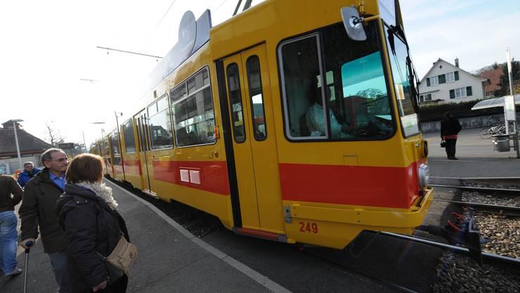 Die knapp 40-jährigen Trams der Baselland Transport AG (BLT) sollen den Zürcher Tram-Engpass beheben.