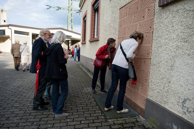 Bernd Goerings Mauersteine ermöglichen direkten Einblick in die Halle.