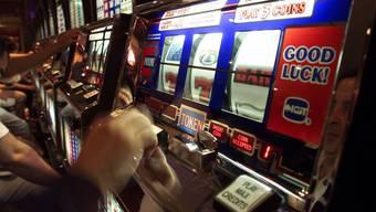 Bei Spielautomaten sind Spass und Ernst nahe beieinander.