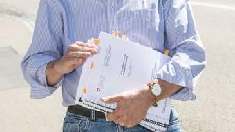 Mehr als nur Papierkram: Angestellte der Gemeinde haben viel zu tun.