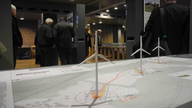Ausstellung zum Windparkprojekt im Parktheater anlässlich der Planauflage
