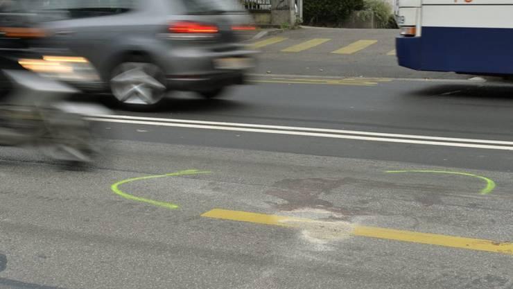 Gerichte könnten bei der Beurteilung von Raserdelikten mehr Ermessensspielraum erhalten. Das stellt der Bundesrat nach einer Bilanz zum Verkehrssicherheitspaket Via sicura zur Diskussion. (Symbolbild)