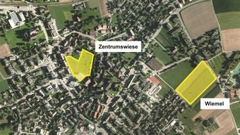 Standortvorschläge: Die Zentrumswiese inmitten des Dorfes und das dezentral gelegene Gebiet Wiemel. ZVG