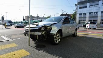 Ein Autofahrer fuhr beim Voltaplatz in ein Taxi.