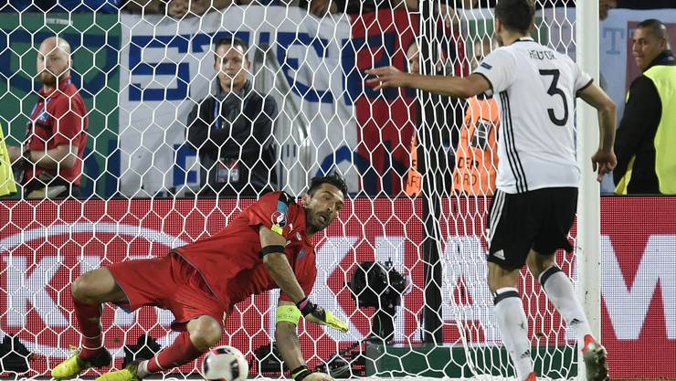 Jonas Hector verwandelt den entscheidenden Elfmeter.