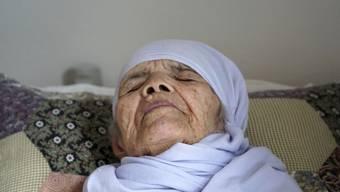 Der bettlägerige und fast blinde Bibikahl Uzbeki aus Afghanistan darf in Schweden bleiben.