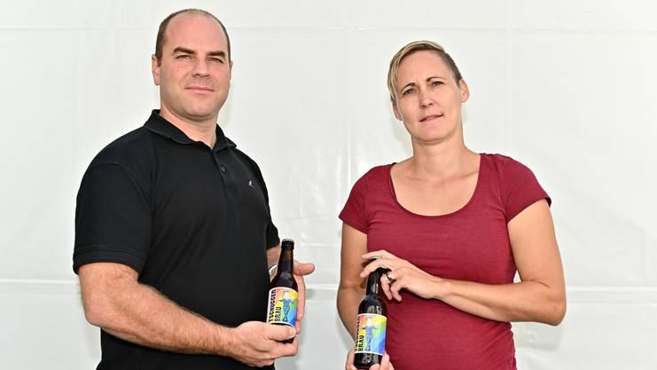 """Sieben Polizisten aus der Region Olten lassen in Langenthal neu ihr """"Tschugger Bräu"""" brauen."""