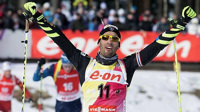 Martin Fourcade bejubelt als Zweiter den Sieg im Gesamtweltcup