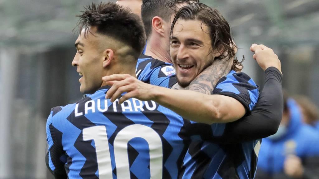 Inter kommt dem Titel näher: Lautaro Martinez und Torschütze Matteo Darmian nach dem 1:0 gegen Cagliari
