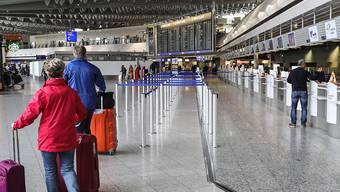 Frankfurter Flughafen: Mindestens 18 000 der rund 22 000 Beschäftigten gehen in die Kurzarbeit. (Archivbild)