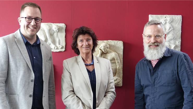 Rudolf Velhagen (r.) mit Nachfolger Marc Philip Seidel und Antoinette Eckert, Präsidentin der Eduard-Spörri-Stiftung.