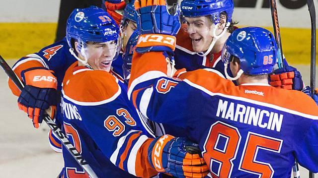 Descheneau wurde von einem Fan der Edmonton Oilers auf die Schlittschuhe gestellt