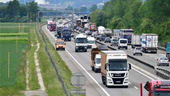 Die Autobahn bei Niederbuchsiten. Der Pannenstreifen soll bei viel Verkehr nicht freigegeben werden.