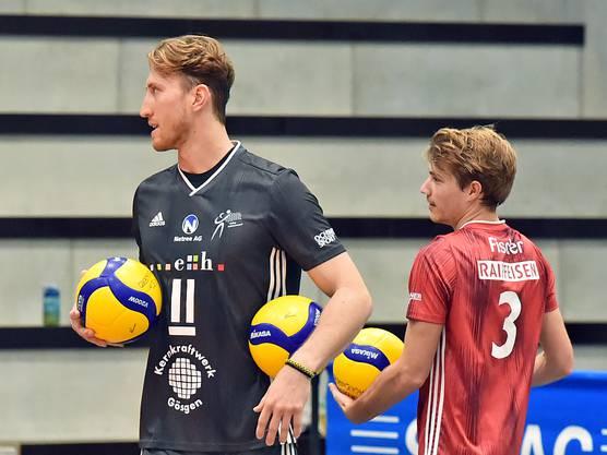 Aussenangreifer Leandro Gerber (links) und Libero Julian Fischer.