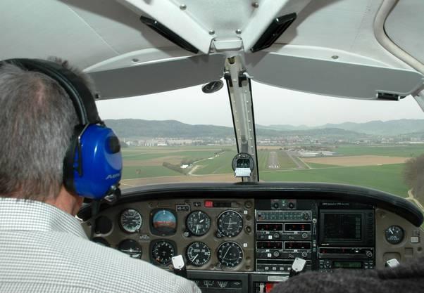 Pilot Heinz Wyss im Landeanflug