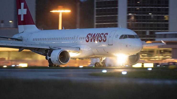 Mehr Passagiere flogen über Zürich: Ein Airbus A320-214 der Swiss in Zürich (Archivbild).