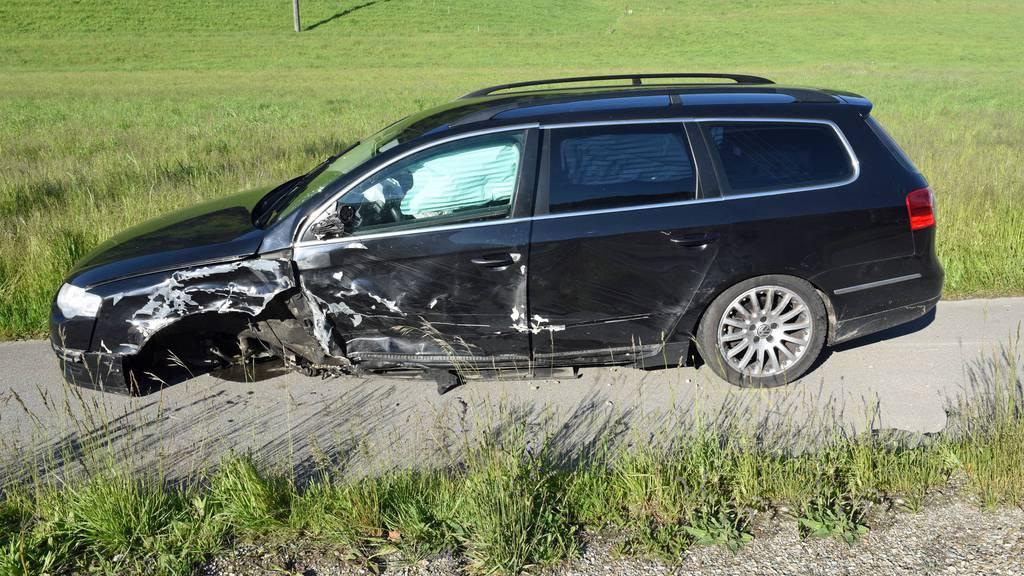 Trümmerteile beschädigen mehrere Fahrzeuge