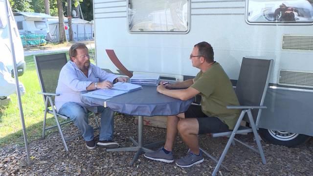 Camper kämpfen in Gampelen um Campingplatz