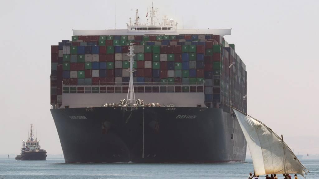 Nach Suez-Blockade: Containerschiff Ever Given in Rotterdam