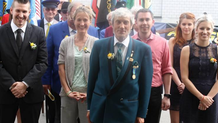 Anlässlich des Aargauischen Kantonalen Musiktags in Hausen am 22.05.2016 gratuliert Susanne Hochuli Sepp Ottiger für 60 Jahre aktives Musizieren in der Musikgesellschaft Kölliken