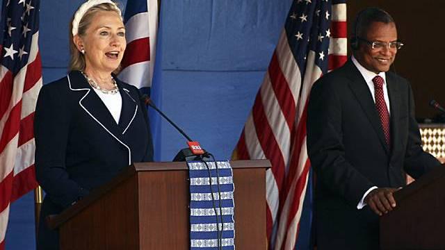 Clinton und Premier Neves