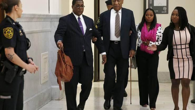 Bill Cosby trifft zum Auftakt seines Prozesses wegen sexuellen Missbrauchs im Gericht ein.