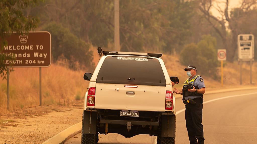 Buschbrand nahe Perth zerstört Dutzende Häuser