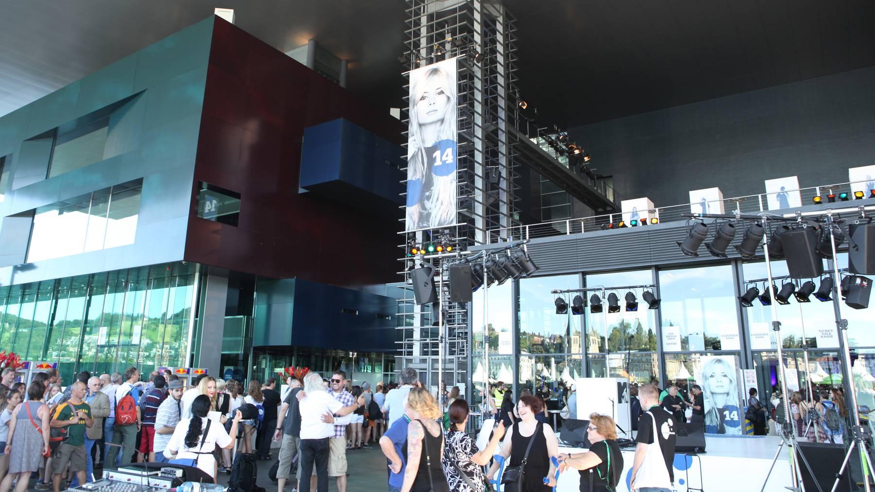 Eröffnung des Luzerner Blue Balls Festival 2014