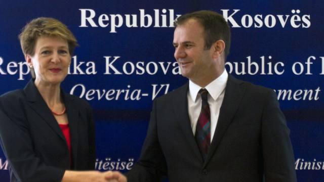 Bundesrätin Sommaruga mit Kosovos Justizminister Kuçi in Pritina