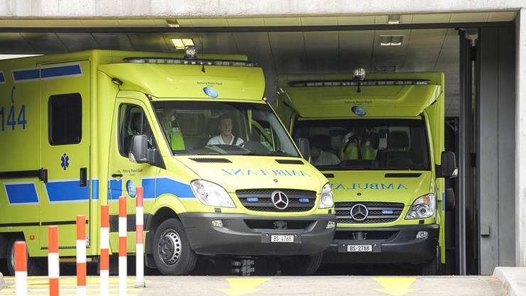 Die Basler Ambulanz brachte mehrere Verletzte ins Spital. (Symbolbild)
