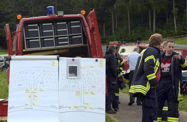 Grosseinsatz der Rettungskräfte bei Degenfeld. Der Pilot konnte im Laufe des Morgens gerettet werden.