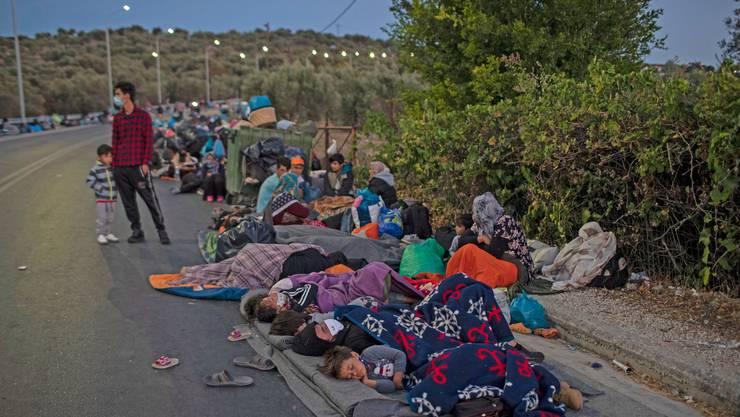 Flüchtlinge aus dem abgebrannten Lager Moria müssen auf der Strasse übernachten.