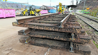 Wegen des tödlichen Unfalls dauern die Bauarbeiten in Zwingen an.
