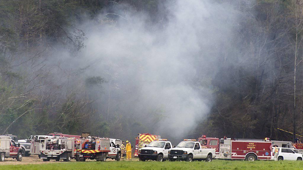 Beim Absturz des Ausflugshelikopters nahe dem Great Smoky Mountains National Park starben nach Polizeiangaben fünf Menschen.