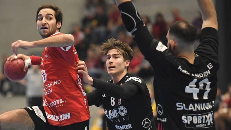 TVE-Spieler Lukas Riechsteiner (l.) und die HSC-Akteure Manuel Zehnder (M.) sowie Martin Slaninka treffen bereits in der 2. Runde der neuen Saison aufeinander.