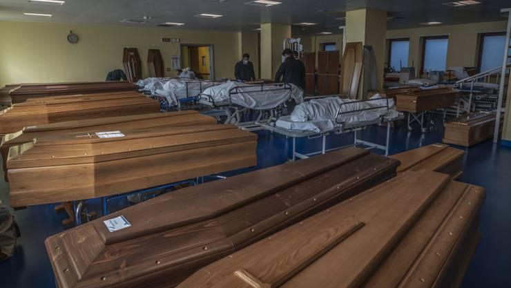 Die Zahl der Toten in Italien stieg innerhalb eines Tages um 427.