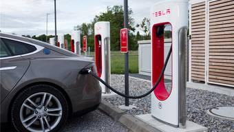 Begehrt: Strom-Tankstellen (im Bild: Rubigen bei Bern) wird eine grosse Zukunft vorausgesagt.