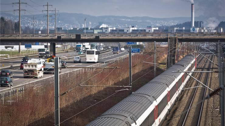 Der Vekehr zwischen Zürich und Baden soll mit einer S-Bahn-Station Silbern auf die Schiene verlegt werden. Chris Iseli