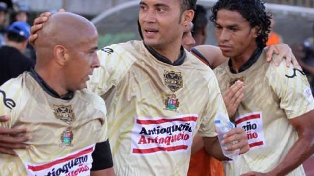 Vonlanthen bejubelt mit Itagüi-Teamkollegen das 1:0