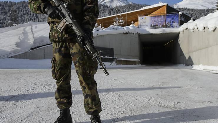 Das Sicherheitsaufgebot am WEF kostet Millionen. Dass der US-Präsident seine Teilnahme angekündigt hat, ändert für das Dispositiv in Davos jedoch wenig. (Archivbild)