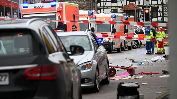 Mehrere Personen wurden verletzt, Ambulanzen waren vor Ort.