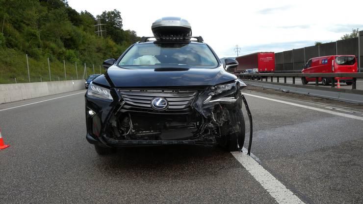 Die Lenkerin des Wagens kam durch das Ausweichmanöver ins Schleudern und knallte mit dem Auto gegen die Mittelleitplanke.