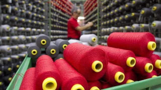 Garnrollen: Die Textilindustrie kämpft weiter mit Einbussen