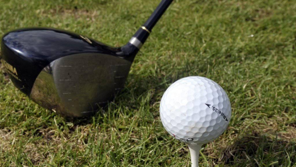 Der Golfspieler, der einen anderen Spieler im Gesicht getroffen hat, ist vom Zürcher Obergericht freigesprochen worden. (Symbolbild)