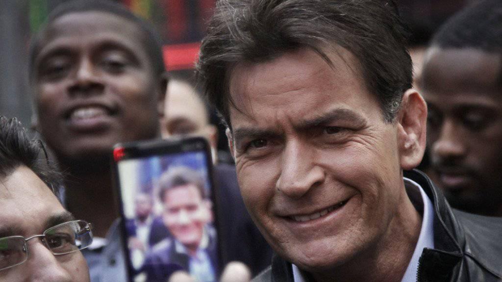 Selfie ja, Video nein: Deshalb hat Charlie Sheen wieder mal zugeschlagen (Archiv).