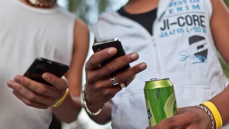 Kaum Kontrollen: Die Bestellung Jugendlicher von Alkoholika nimmt im Internet zu.Martin Rütschi/Keystone