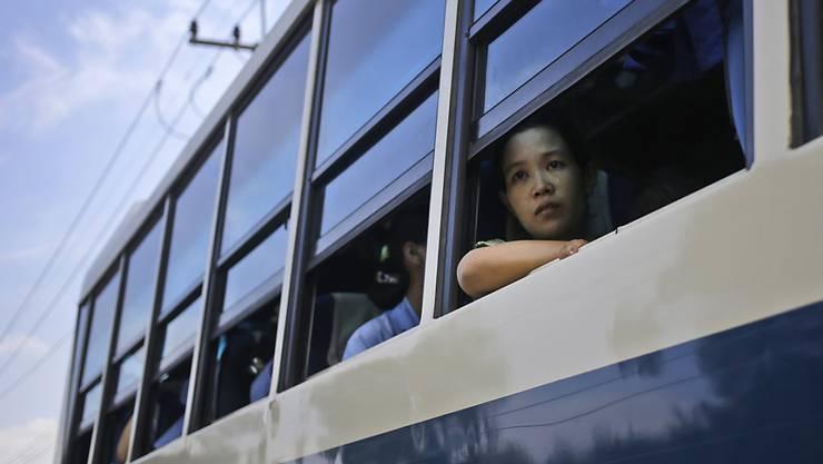 Thailändischer Bus mit Wanderarbeitern aus Myanmar (Archiv)