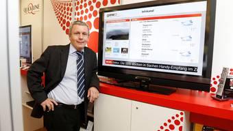 GAW-Geschäftsführer Marcel Eheim vor dem Bildschirm, auf dem der neue Infokanal bereits läuft.Hanspeter Bärtschi